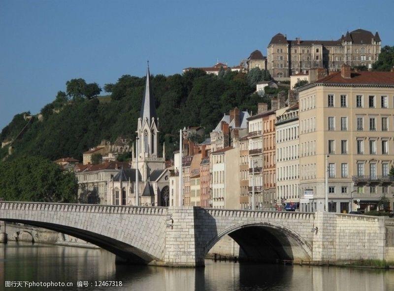 靠山临水欧洲建筑群图片